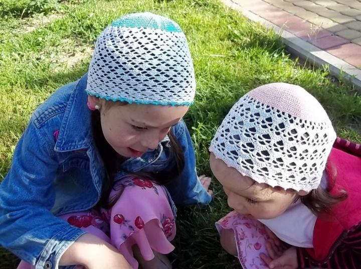 Kepurytės sesytėms