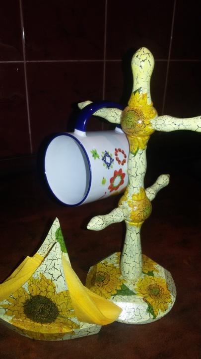 Laikiklis puodeliams ir servetėlėms