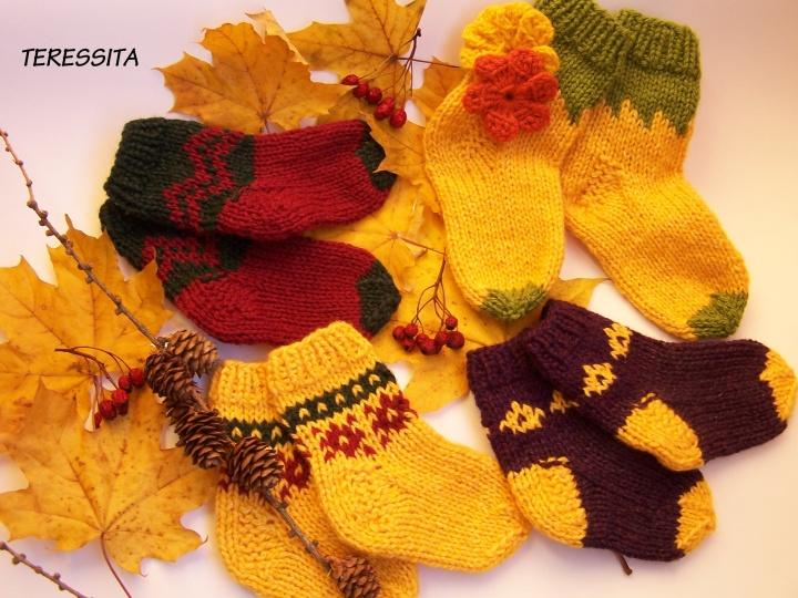 Margaspalvės kojinytės mažiesiems