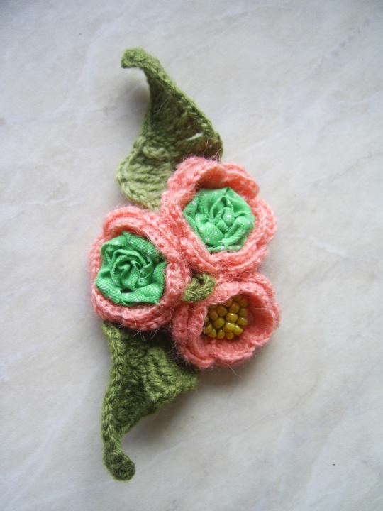 Maža rausvų gėlių puokštelė