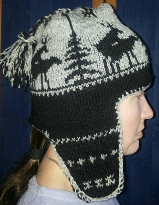 """Megzta kepurė """"Linksmieji briedžiai"""""""