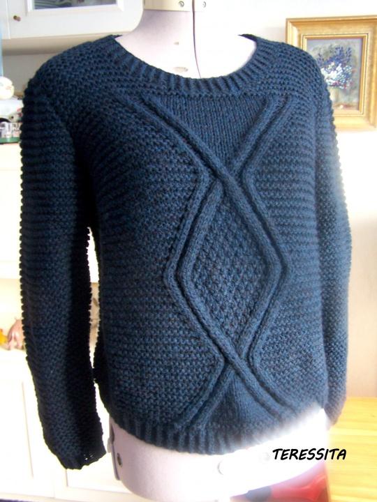 Mėlynas megztinis su pynėm