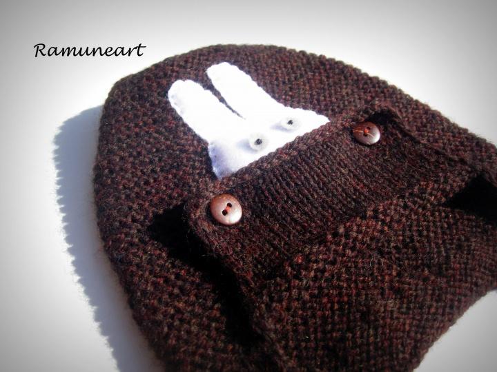 Merino vilnos kepurytė su zuikio aplikacija