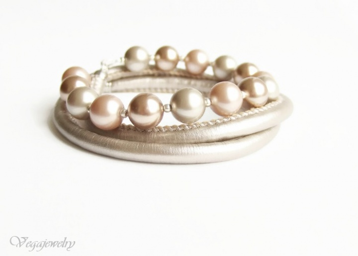 Odinė ir pastelinių swarovski perlų apyrankė