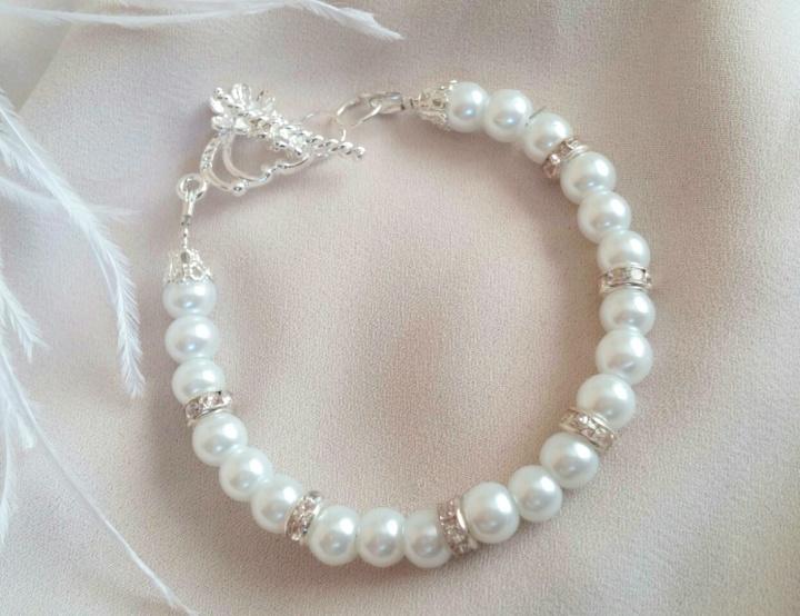 Perlų apyrankė nuotakai