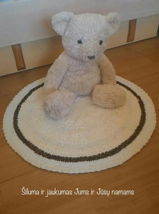 Rankų darbo nertas kilimėlis
