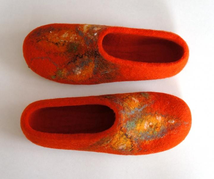 Ryškiai oranžinės moteriškos tapkutės