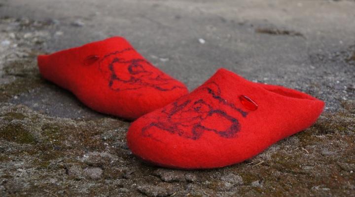 Ryškiai raudonai