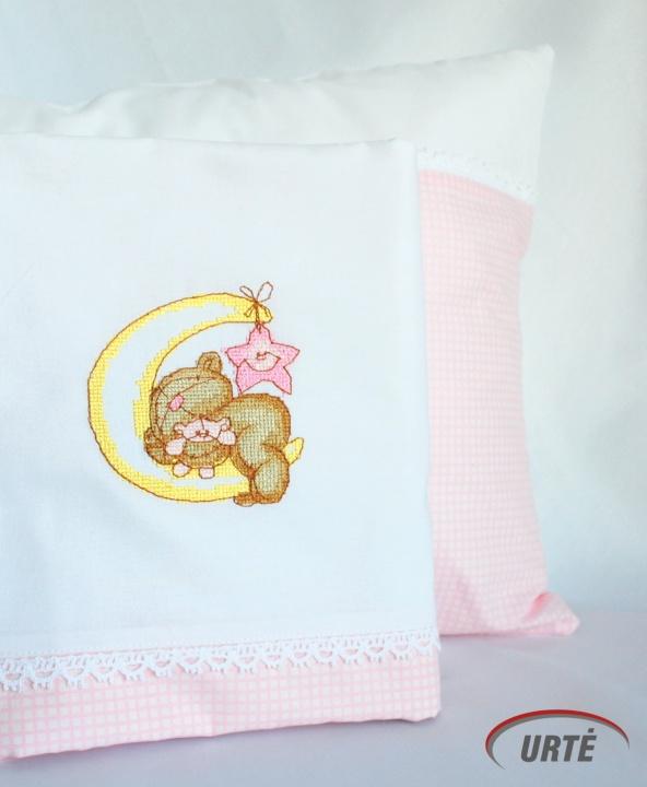 Sapnų karalystėje snaudžianti meškutė - siuvinėta kūdikio patalynė mergaitei