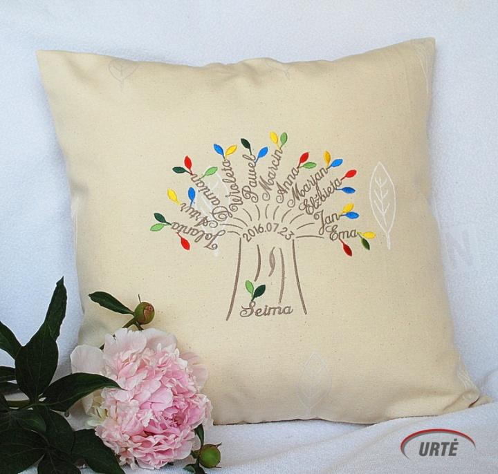 Šeimos medis - dekoratyvinė pagalvėlė - dovana tėvams vestuvių proga