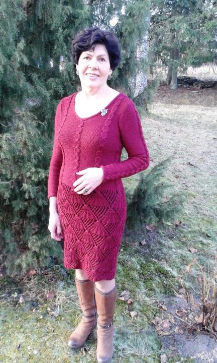 Šilta bordo suknelė