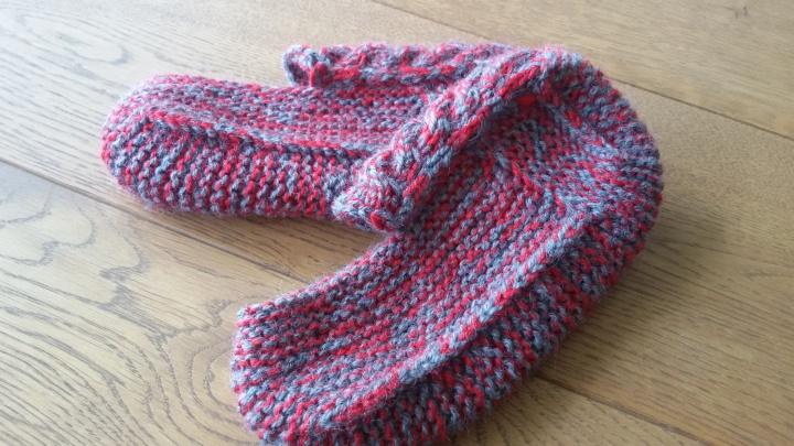 Šlepetės-kojinės red