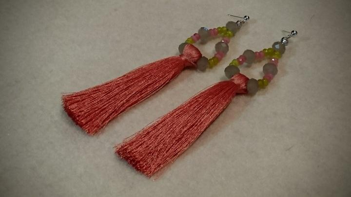 Švelnių spalvų auskariukai