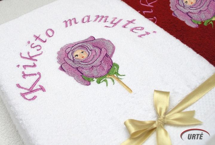 Vaikiukas rožės žiede - Siuvinėti rankšluosčiai Krikšto tėveliams