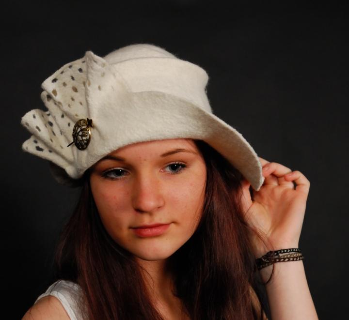 """velta balta skrybėlė """"Žydėjimas"""""""