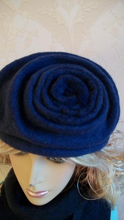 Velta rašalo spalvos kepurytė