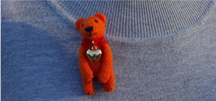 Veltas oranžinis meškiukas