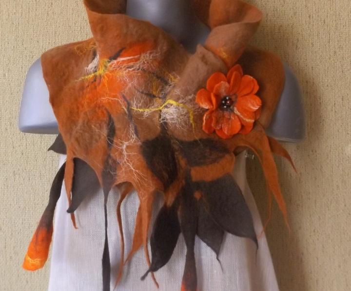 veltas šalikas rudų-oranžinių spalvų
