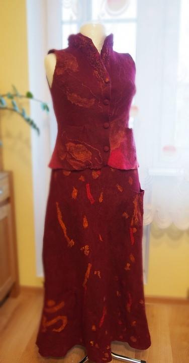 Veltas sijonas ir liemenė su apykakle