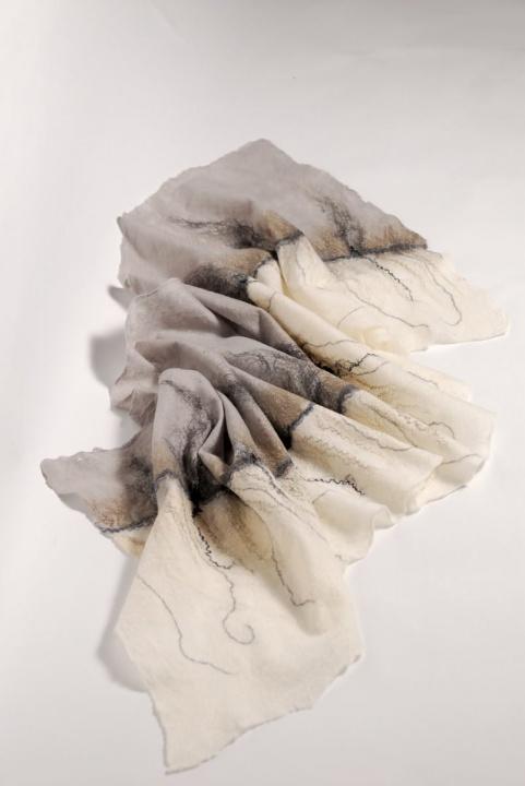 """Veltos pilkos - baltos riešinės ir šalis """" šešėliai"""""""