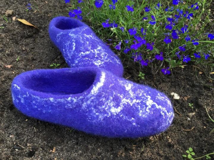 veltos šlepetės. violetinės.