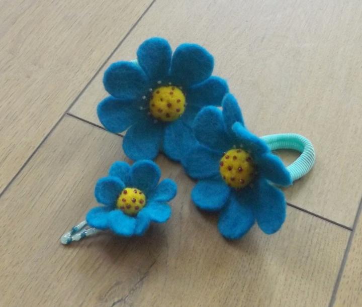veltos turkio spalvos gėlytės