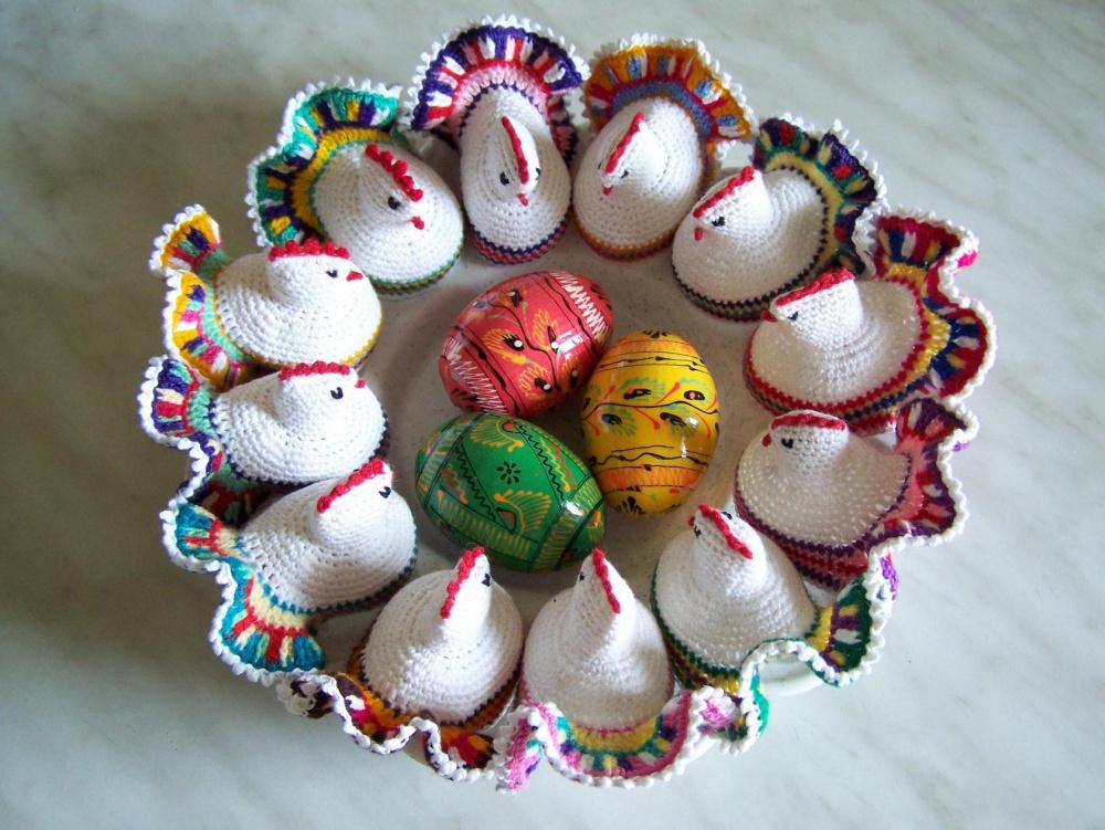 Velykų vištia ant kiaušinio