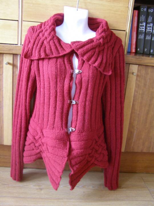 Vilnonis bordo megztinis