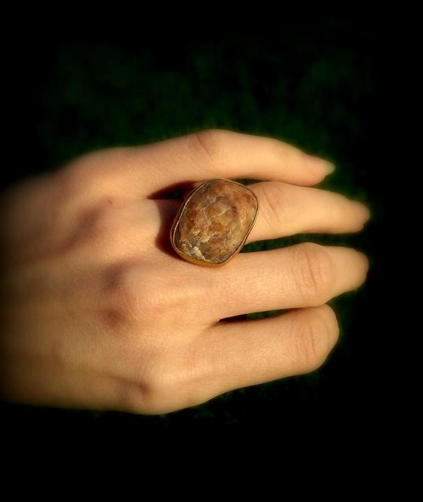 Žiedas su pajūrio akmeniu