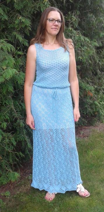 Žydra ilga suknelė