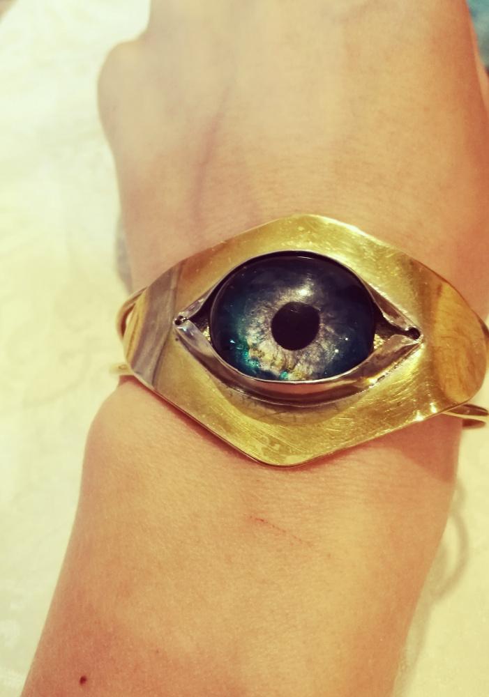 Apyrankė iš žalvario su akimi