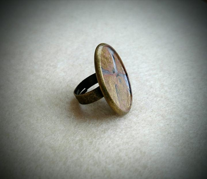 Aukso, pilkos ir juodos spalvu derinys