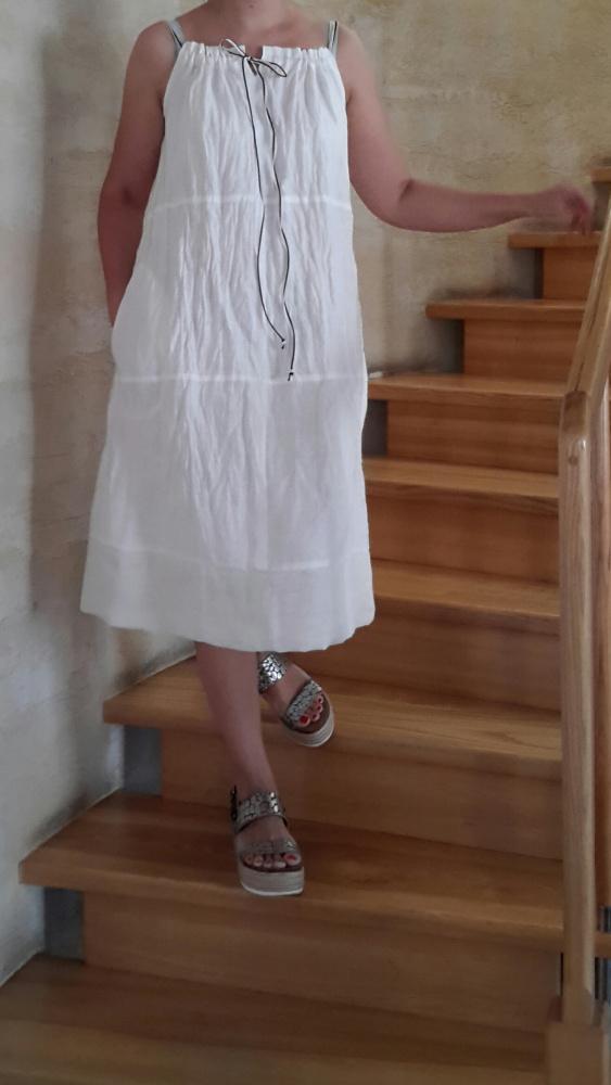 Balta lino suknelė