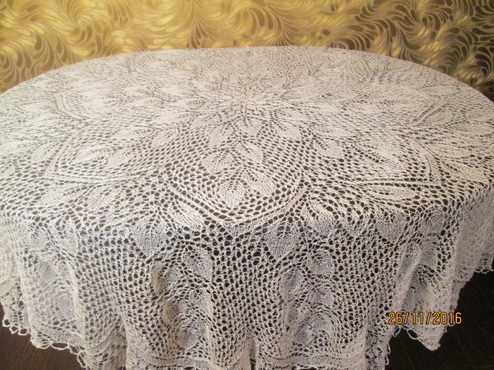 Balta megzta staltiesė