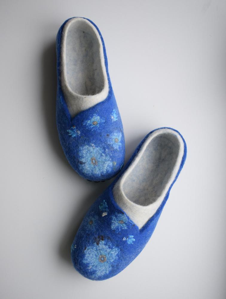 Balta mėlyna