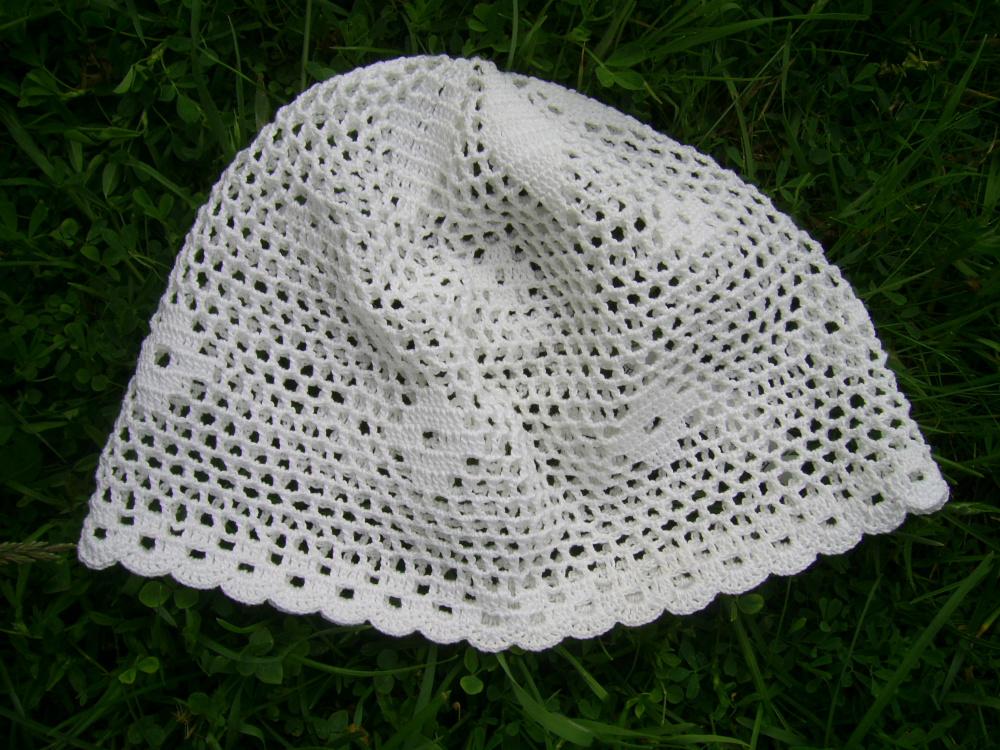 Balta vasarinė kepuraitė