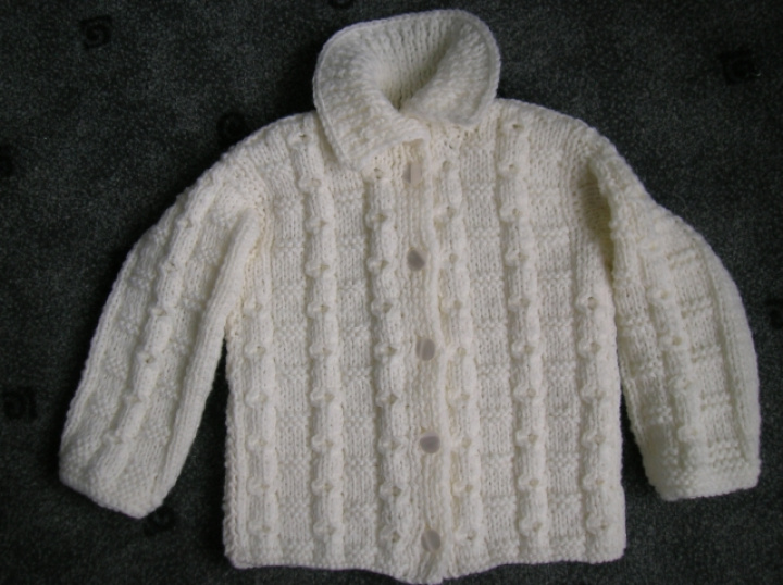 baltas megztinėlis