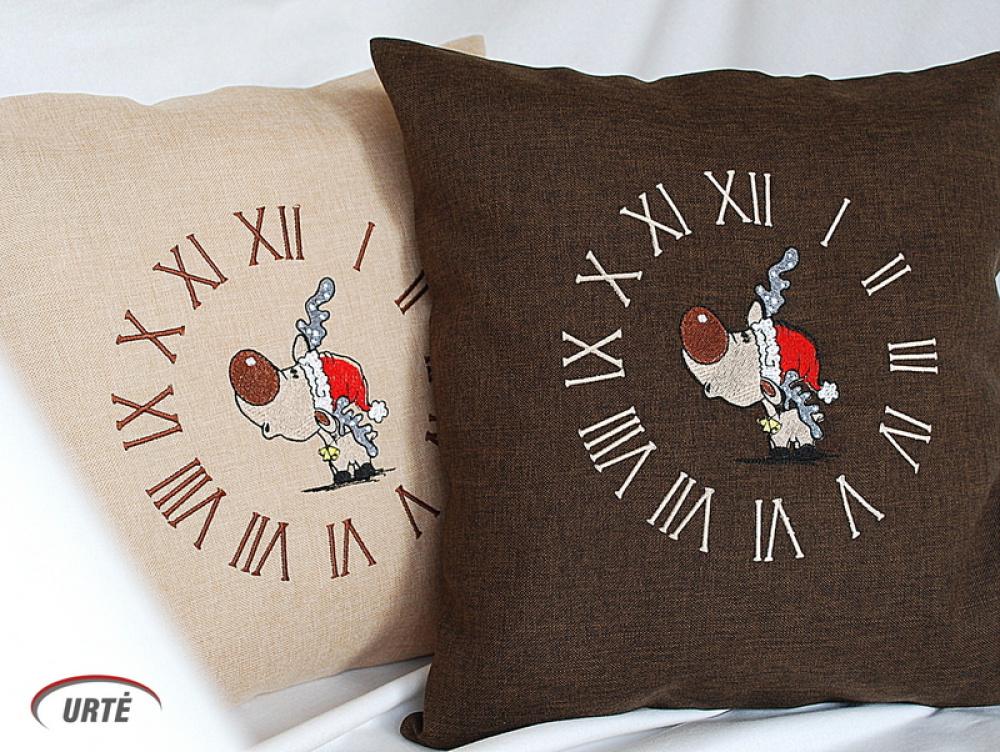 """Dekoratyvinė pagalvėlė """"Kalėdinis briedžiukas"""""""