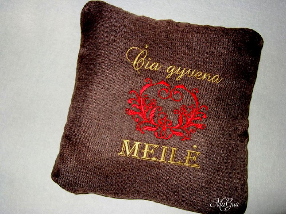 Dekoratyvinė siuvinėta pagalvėlė