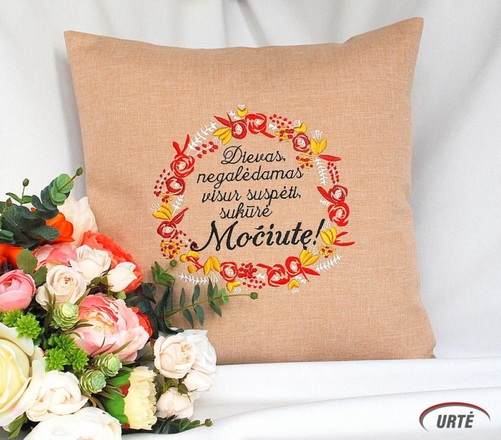 Dovana močiutei - siuvinėta dekoratyvinė pagalvėlė