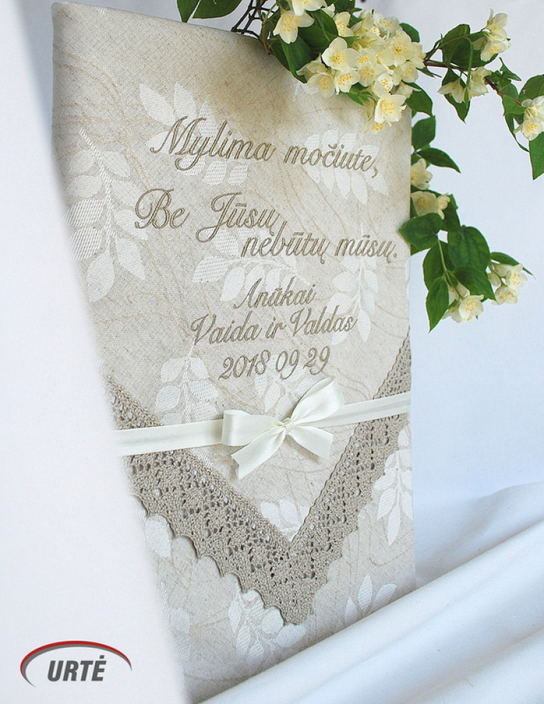 Dovana mylimai močiutei - siuvinėta staltiesė