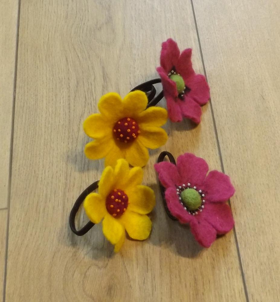 gėlės į plaukus mažoms damutėms