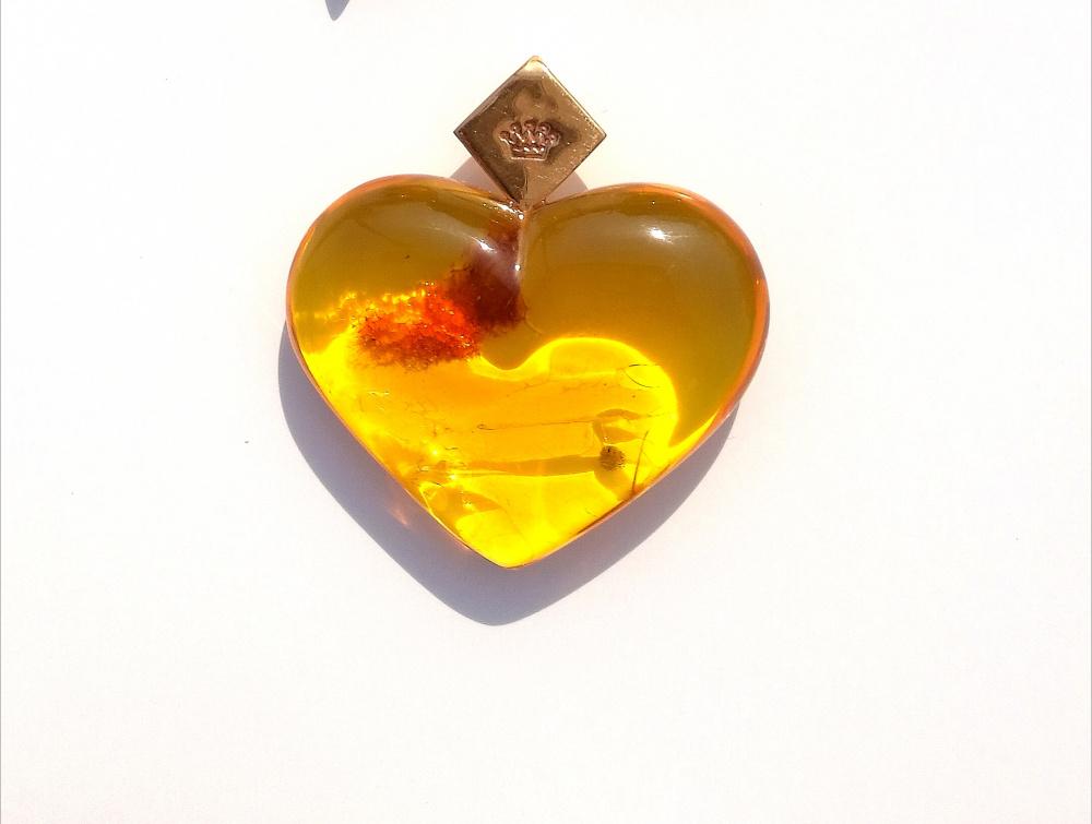 Gintarinė širdelė, pakabukas