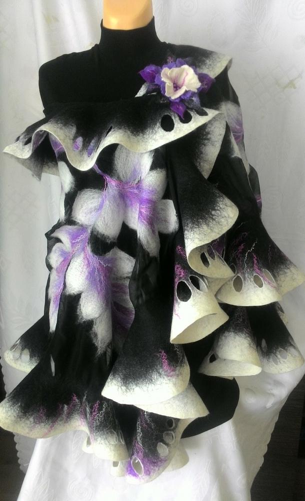 Juodai baltas su violetine salis