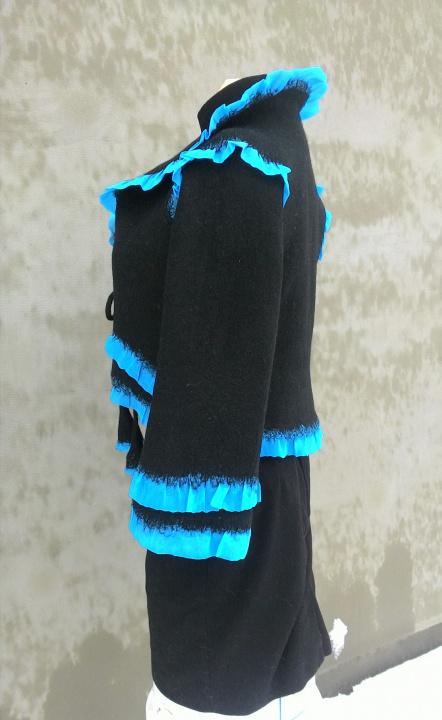 Juodas švarkelis su turkio šilku
