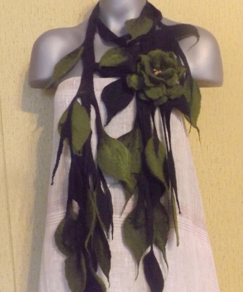 kaklo papuošalas-sagė ir diržas juodos -samanų spalvos