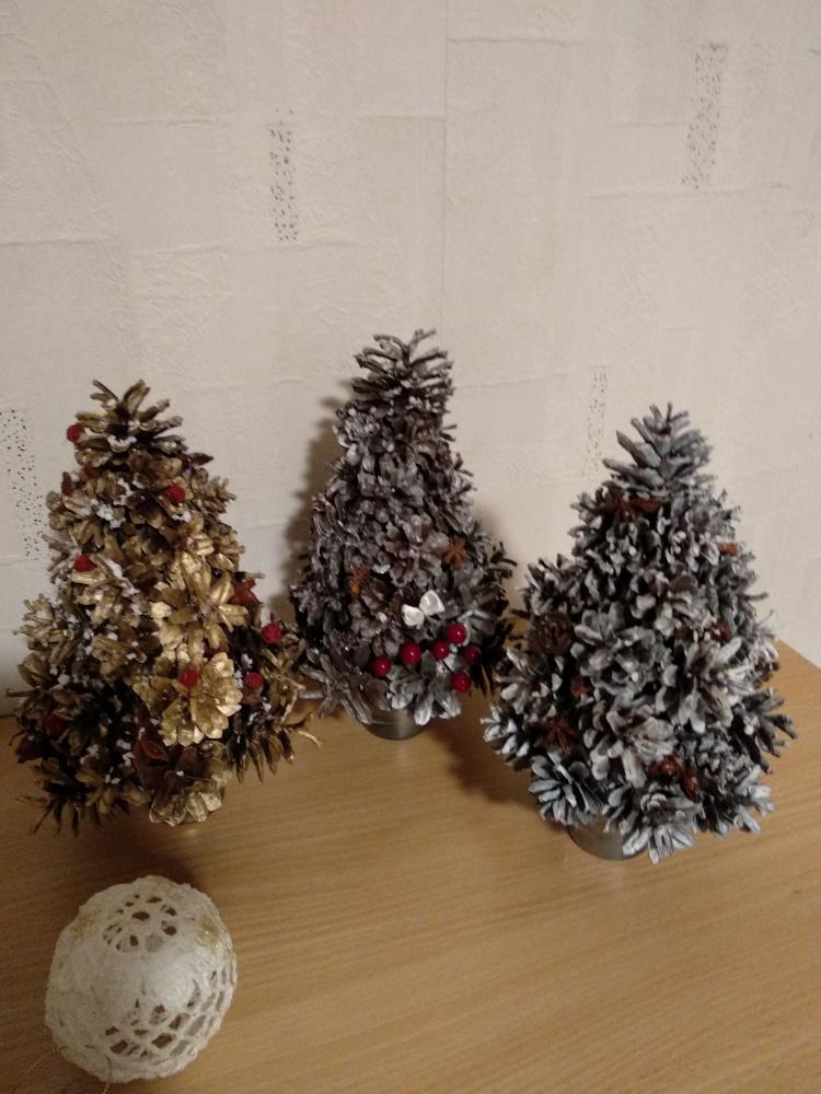 Kalėdinės eglutės iš kankorėžių