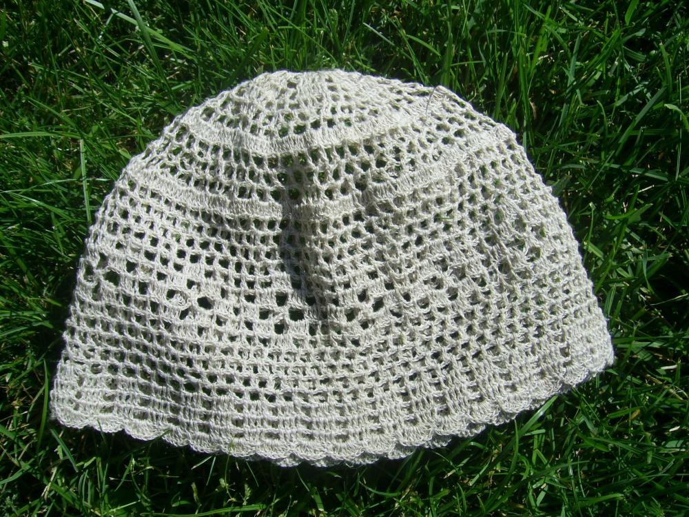Kepurė vasarai nerta iš lino
