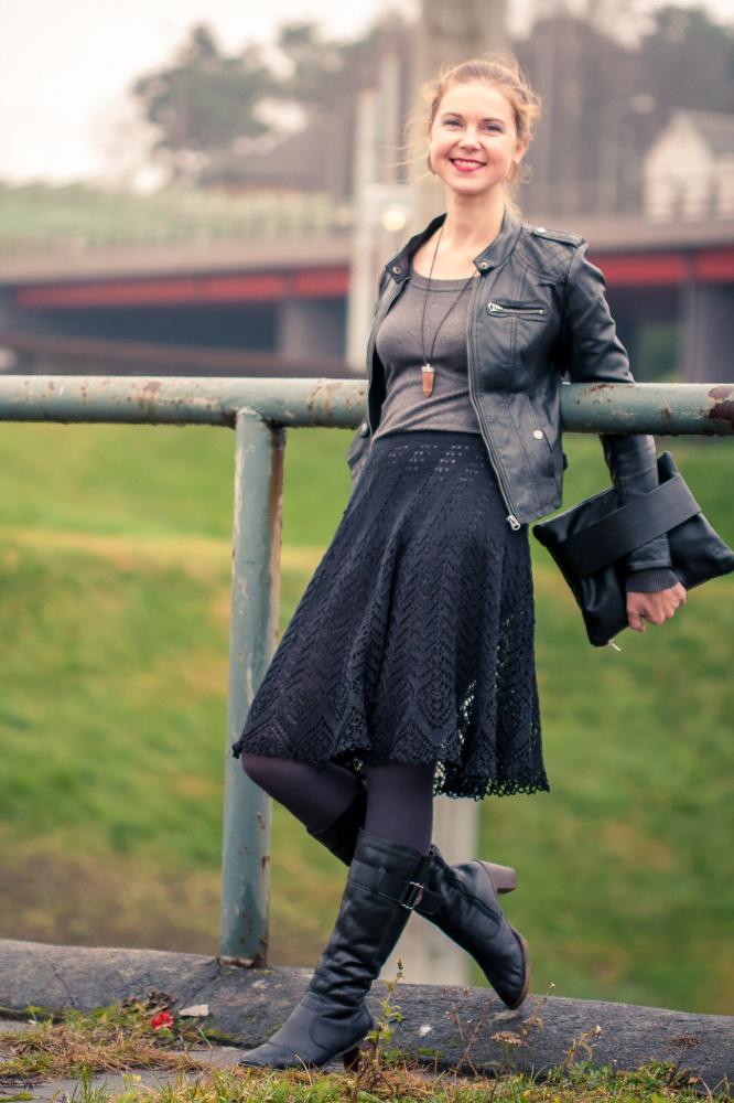Kiauraraštis juodas sijonas