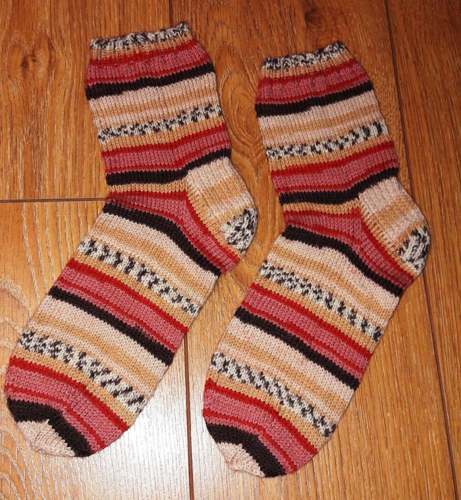 Margos kojinės rusvos